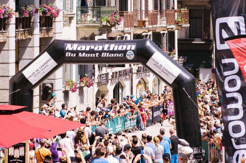 Marathon du Mont Blanc 80k winner arriving to Chamonix
